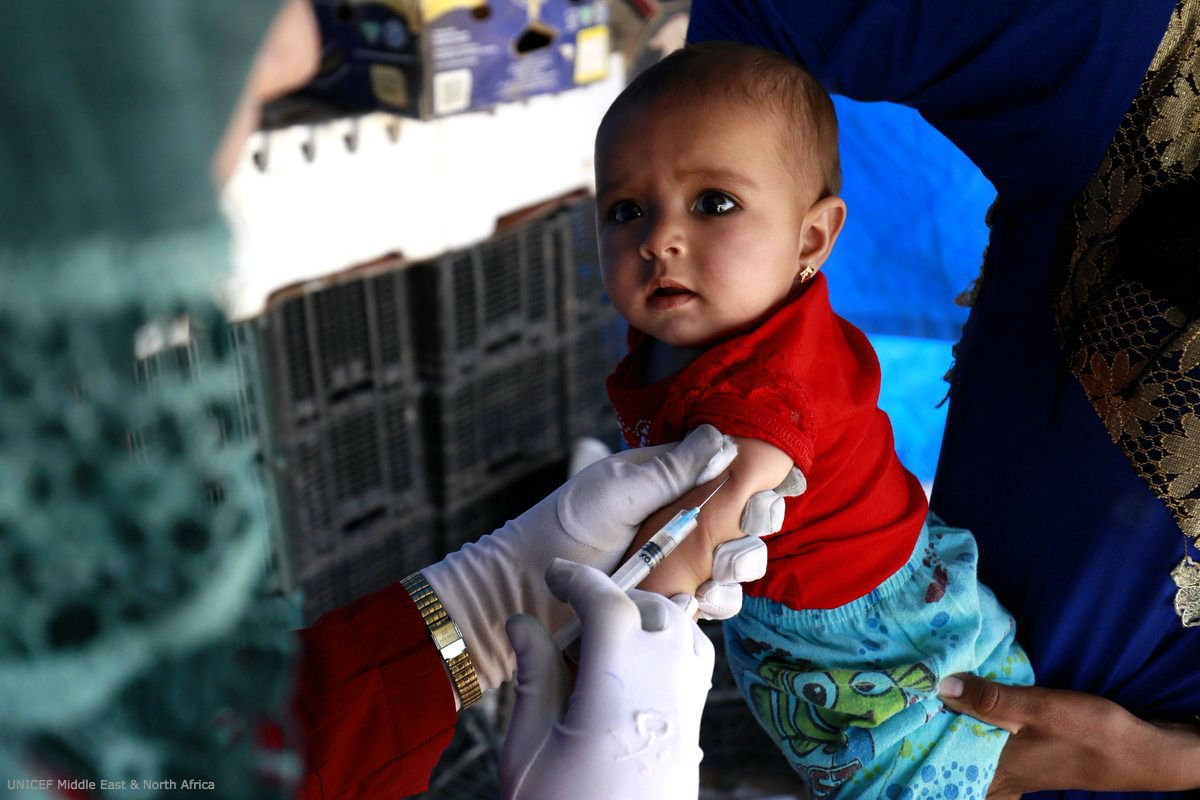 💪 Baby Amna didn't even cry when she received her vaccine against measles in #Syria. #VaccinesWork @UNICEFmena