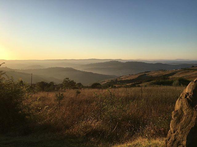 via Francigena, giorno 2........#valdorcia #radicofani #viafrancigena #landscape #photooftheday #picoftheday #pictureoftheday #photo #trekking #hiking #instagram #instalike #igers #summer #travel #outdoor #vsco #vscocam #sunrise https://ift.tt/2KM5EkR  - Ukustom