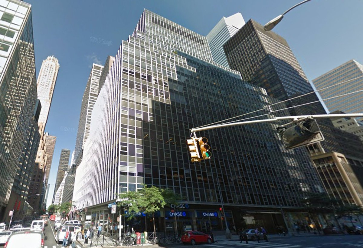US authority CFIUS has ordered #HNA Group to sell its Manhattan building, 850 Third Ave, whose tenants include a police precinct responsible for the security of @TrumpTower. HNA is negotiating with potential buyers.  https:// rpuls.co/2OZcbf8  &nbsp;  <br>http://pic.twitter.com/DdOXdxUBW5