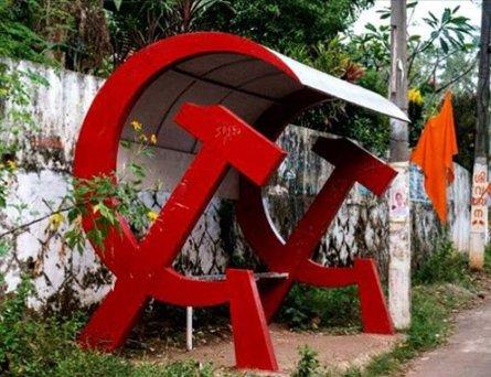 Kamaradas trabalhadores e proletários do mundo, quando a URSAL for implantada, todos os pontos de ônibus terão esse design. Photo