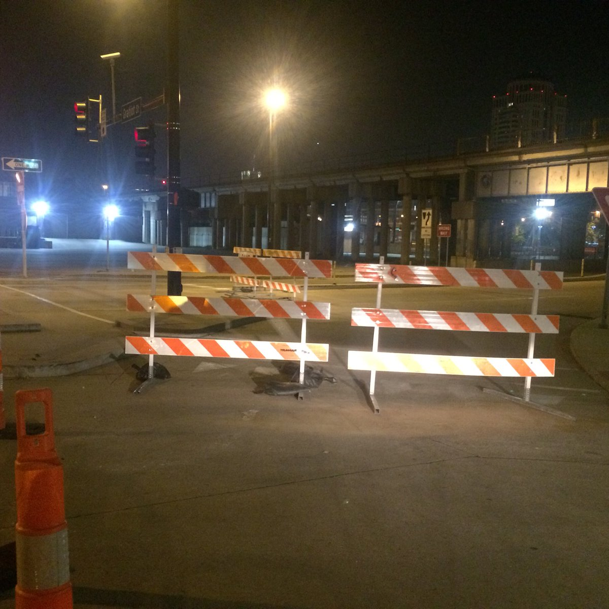 Ramp from Sixth Street to the Poplar Street Bridge remains closed. @MoDOT had hoped to have all construction on 64E through downtown #STL wrapped up by 5 AM. Looks like it's running late. Tune into #n4tm @LauraKHettiger for updates as you plan your morning drive.<br>http://pic.twitter.com/tcJKxWqYFC