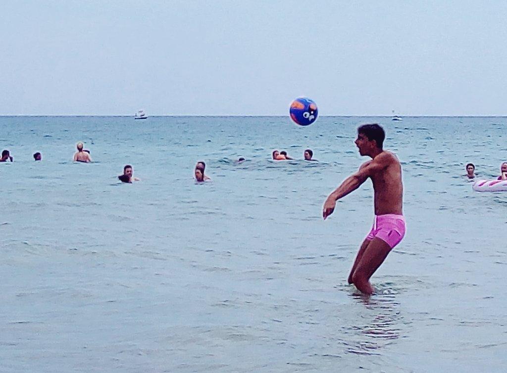 Pallavolisti in erba (e in acqua) provano a crescere #erede1 #pizzuta #volley  - Ukustom