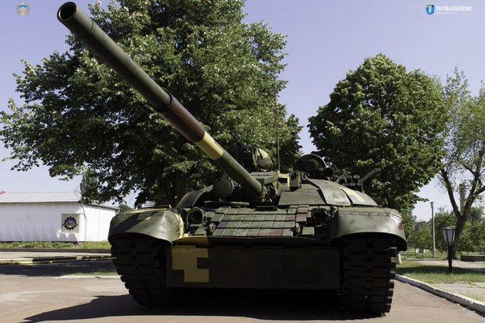 Порошенко показав, на що здатний модернізований танк Т-72АМТ Photo