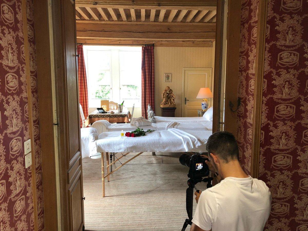 Backstage shooting photos au @ChateaudeCandie avec ArtPrism pour nos nouveaux Massages Bien-Etre.🙏😊  👉Plus d'infos: https://t.co/HyjLcrVXAq https://t.co/7SCA6MaP33