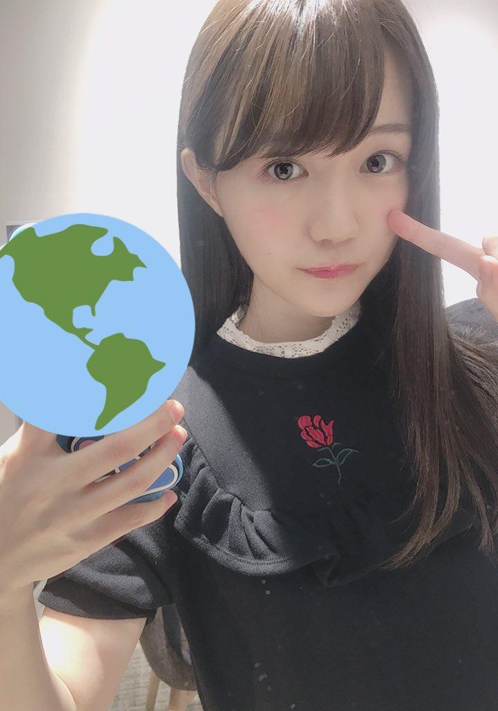 清楚なストレートヘアの尾崎由香さん