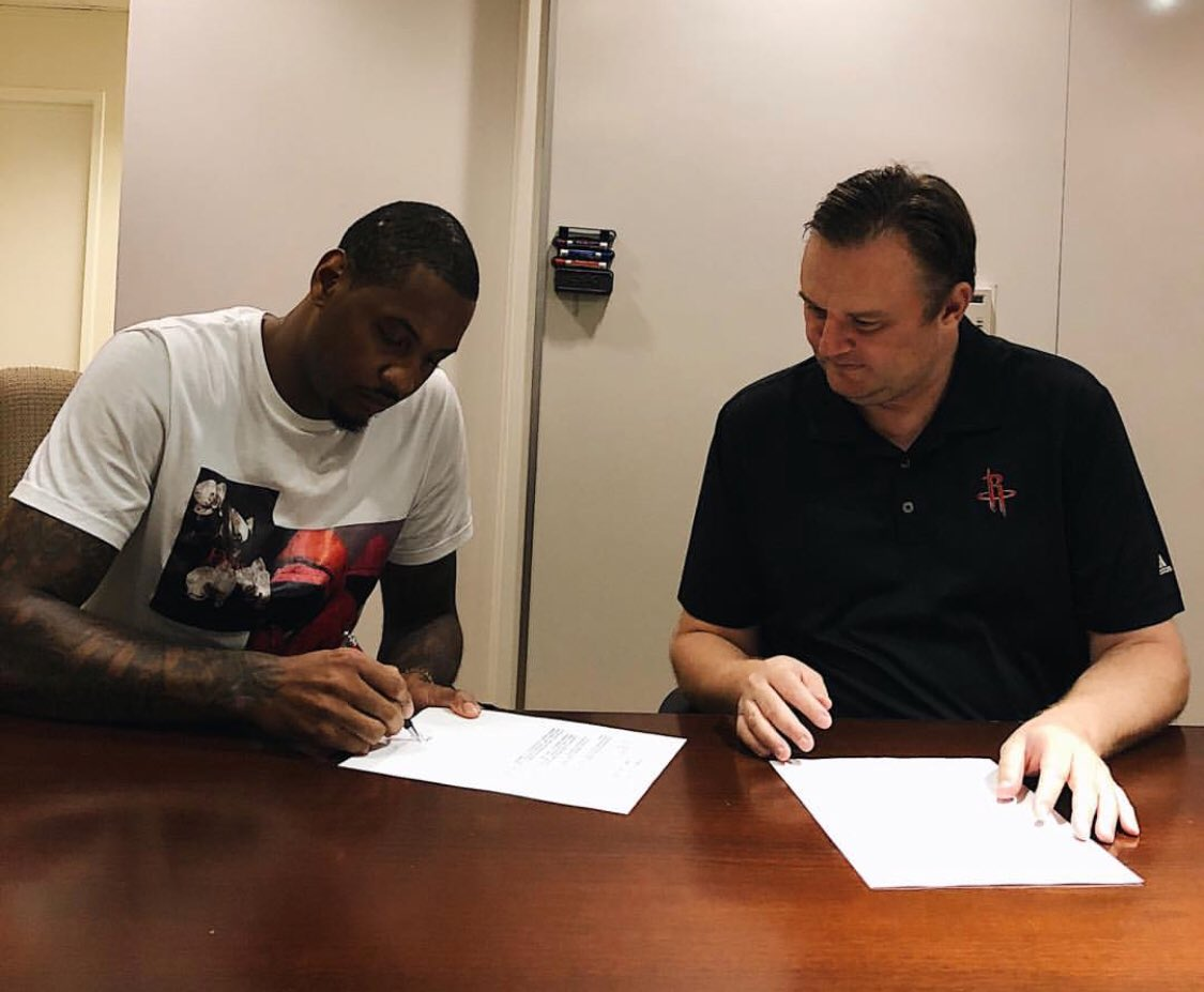 Melo making it official! 🖊🚀 📸 » @dmorey