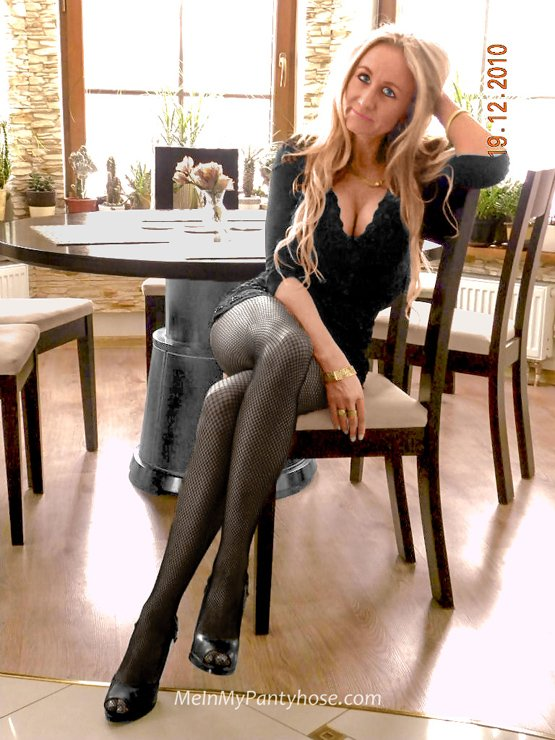 Milf wearing pantyhose