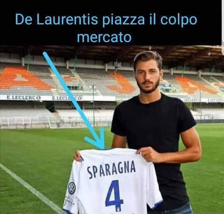 @areanapoliit Il #Napoli ha già acquistato la punta centrale da 30 gol. Non è #Cavani ne\
