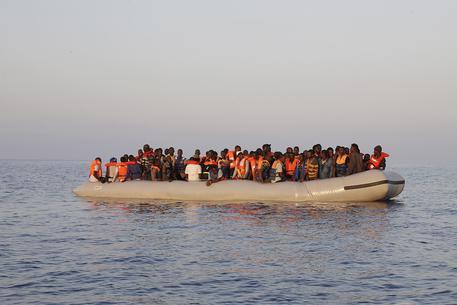 #migranti #Malta recupera 114 migranti, li porta a La Valletta. Erano su un #gommone che imbarcava acqua a 53 miglia a sud isola  - Ukustom