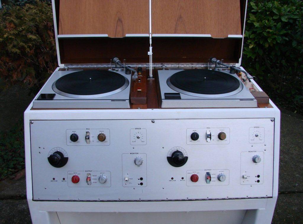 Turntable Museum / BBC Technics vinyl console (1970s)   http:// vinylradar.com/turntable-muse um/ &nbsp; … <br>http://pic.twitter.com/H6mHpiy2h6