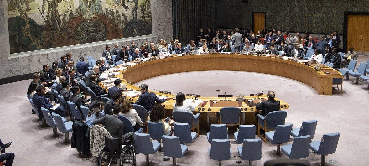 Le Conseil de sécurité a demandé à @UN_UNOWAS de renforcer ses activités de prévention des conflits et de médiation en #Afrique, à propos de: 🔹 Elections au Togo, Guinée-Bissau, Gambie & Libéria 🔹 Situation au Mali 🔹 Migrants au Lac Tchad   viahttps://t.co/2ICWDNZxYK @Radio_ONU