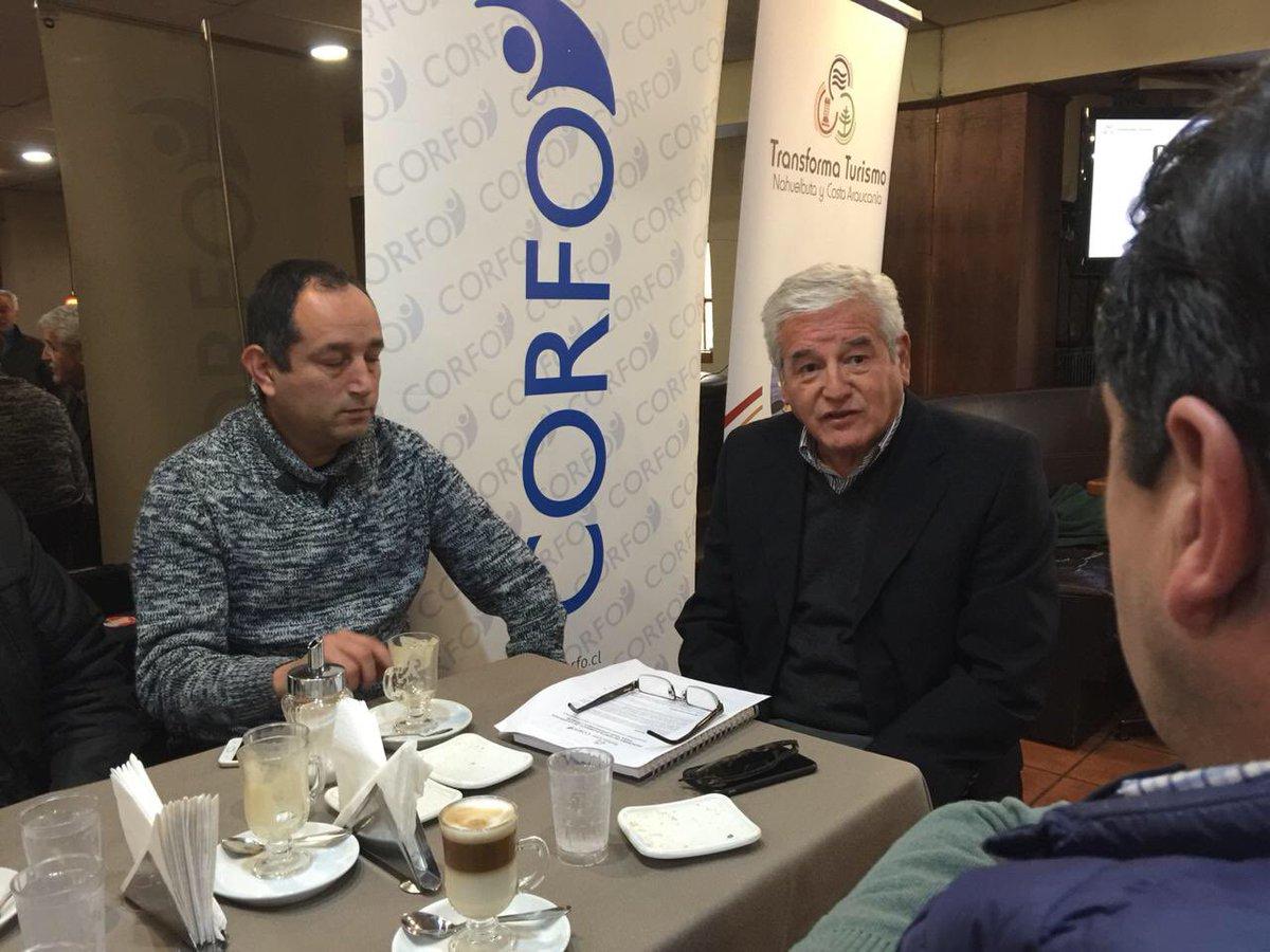 El director de @Corfo Araucania Ricardo Rojas conversa con participantes del primer taller del Programa de Fortalecimiento de la Gestión para Tour Operadores Locales convocado por @costanahuelbuta en Temuco @transforma_tur @Transforma_CL @AmityToursChile https://t.co/X1q6l5ZMAs