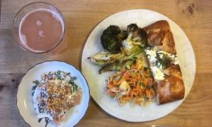 How far can a £1.50 veg box go? Here's how I made a meal for four – with cabbage to spare https://t.co/ktWb25oSbk https://t.co/ELmjCyTXSl