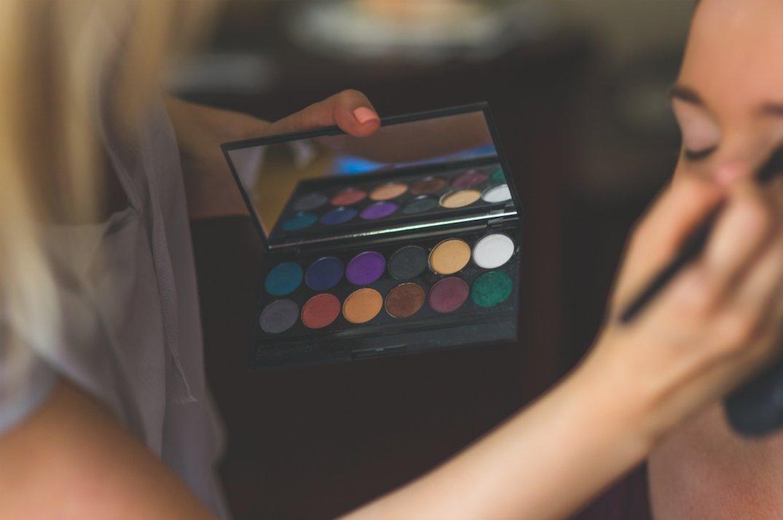 Con la rivoluzione #digitale e l'avvento dei #socialmedia, anche il mondo della #cosmetica ha visto l'emergere di nuovi #opinionleader, tra i quali i #makeupartist. Ecco gli Italiani che stanno influenzando lo sviluppo del settore #beauty. https://buff.ly/2mZoj37  - Ukustom