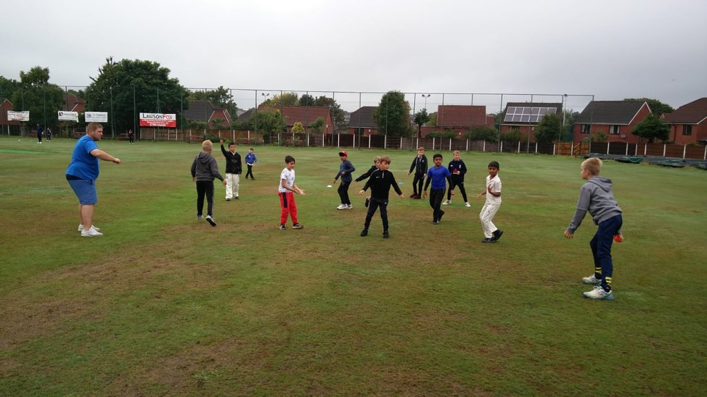 **BREAKING NEWS** A few places available on the final 3 days of the allrounder cricket pathway cricket course. Tue, Wed and Thur 10am - 3pm @HORWICHRMI contact David Fairbrother 07922 055203 @BoltonCricketUK<br>http://pic.twitter.com/YuFFgXTazR