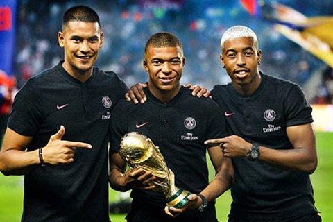 #mbappé #PSGS les 3 champions du mondeMerci à Alaoua pour la photo  - FestivalFocus