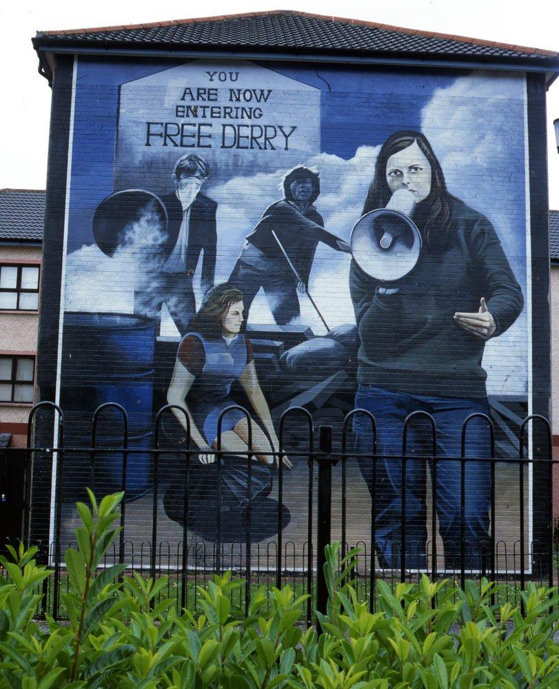 Another great mural by Northern Irish collective The Bogside Artists in Derry, Northern Ireland  #streetart #urbanart #publicart #wallart #muralart #brickart #mural #graffiti #bogsideartists #derry #northernireland   via  http:// cain.ulst.ac.uk  &nbsp;   |  https:// goo.gl/7xFwz9  &nbsp;  <br>http://pic.twitter.com/veCqG2Qq39