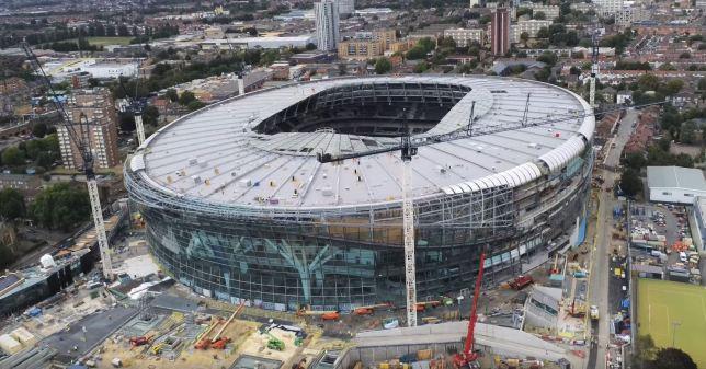 Tottenham a annoné que l'inauguration de son nouveau stade, prévue le 15 septembre prochain face à Liverpool, a dû être repoussée.  Le club continuera d'évoluer à Wembley au moins jusqu'à fin octobre.