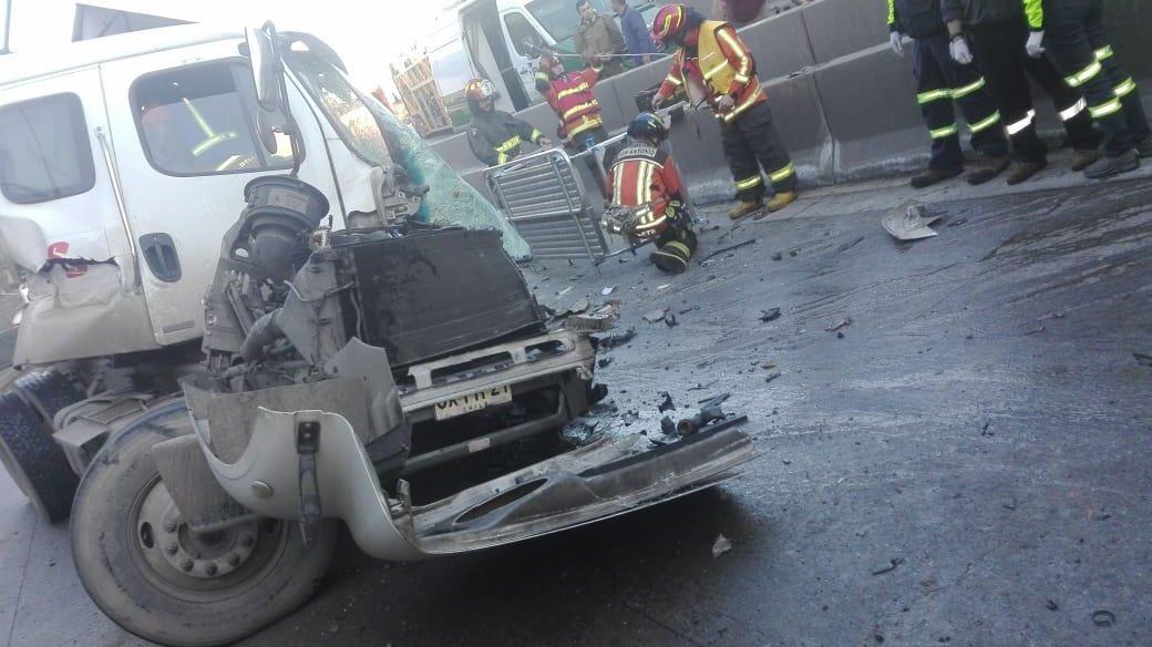 RT @Info5Chile ⚠️#SanAntonio Nuevo Acceso al Puerto Colisión de 2 Camiónes deja 1 Lesionado Atrapado. @ChileInfo5 @CEvalpo @pasioncamionero @55_david