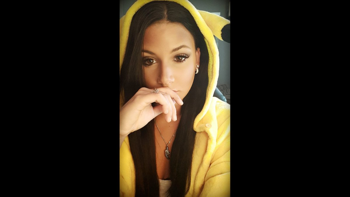 Thanks to everyone who hung out in my pikachu onsie stream today !! #SmallStreamer #twitch<br>http://pic.twitter.com/iBWd7hDRgh