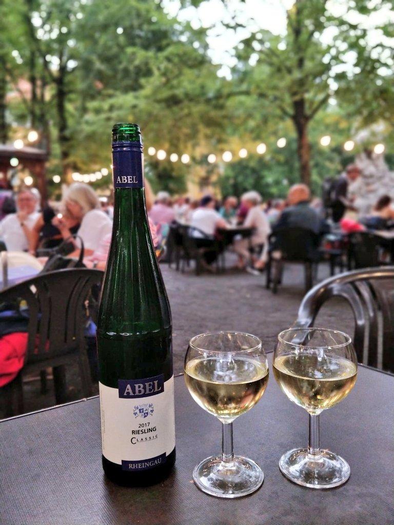Rüdesheimer platz 2019 weinbrunnen Grünes Licht