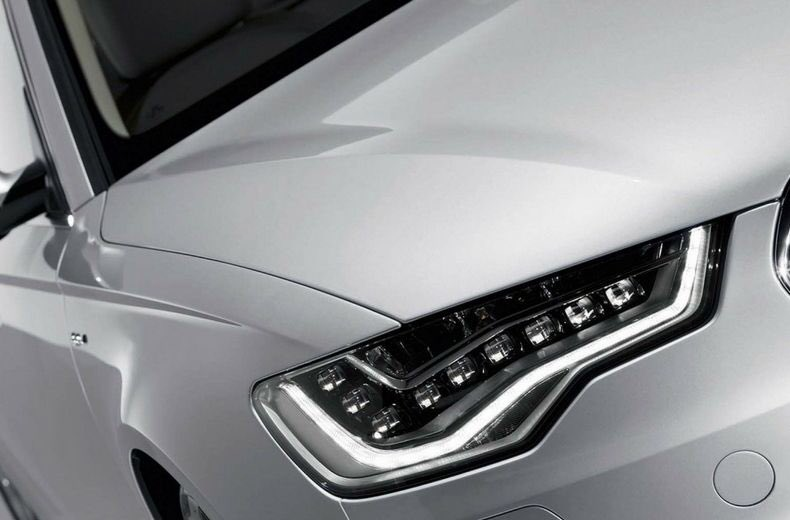 This is a DAYTIME running light.   The clue is in the name.   It's a safety aid for the DAYTIME.   It's not suitable or adequate to be used when it goes dark or visibility is reduced.   Sometimes, the rear is unlit. Use your headlights.   #RoadSafety<br>http://pic.twitter.com/TL1qai0P0y