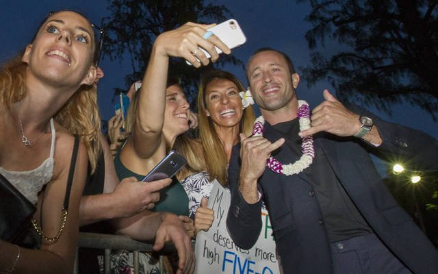 'Magnum P.I.' to screen with 'Hawaii Five-0' at Sunset on the Beach  http:// bit.ly/2MKRNwK  &nbsp;   #H50 #Magnumpi #sotb @plenkov<br>http://pic.twitter.com/r0Jmp68mcc