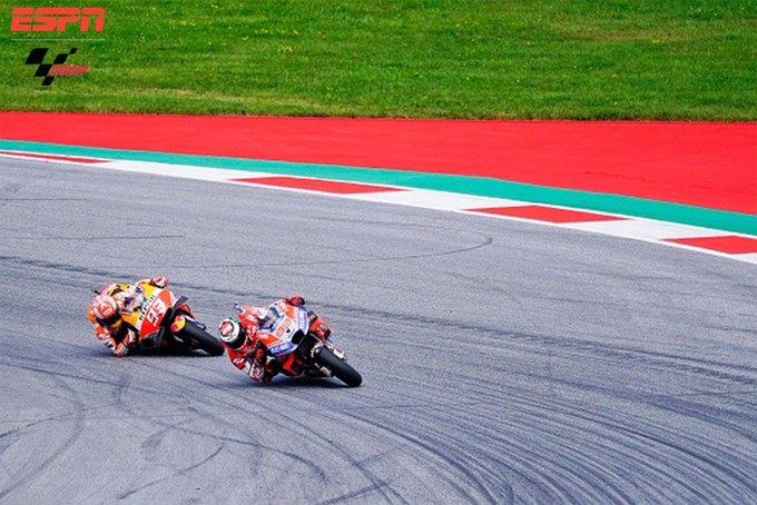 #MotoGPxESPN ¡Mano a mano épico entre Lorenzo y Márquez! ¡Describe la batalla del #AustrianGP con un emoji! Photo