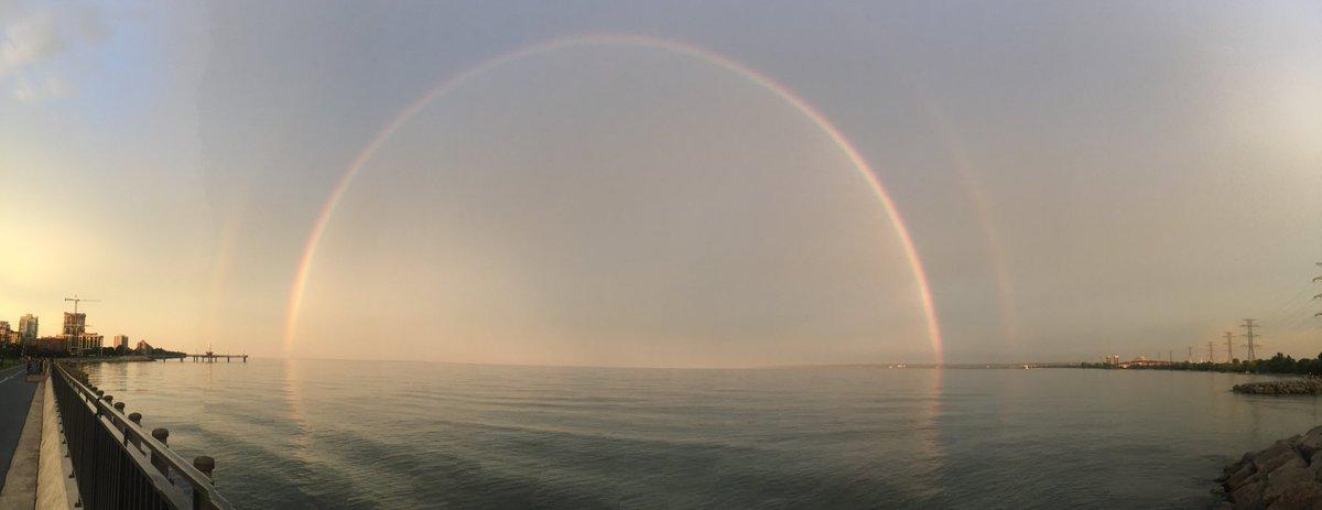 @adamstiles A huge sunset rainbow in Burlington <br>http://pic.twitter.com/vTjsbS14i3