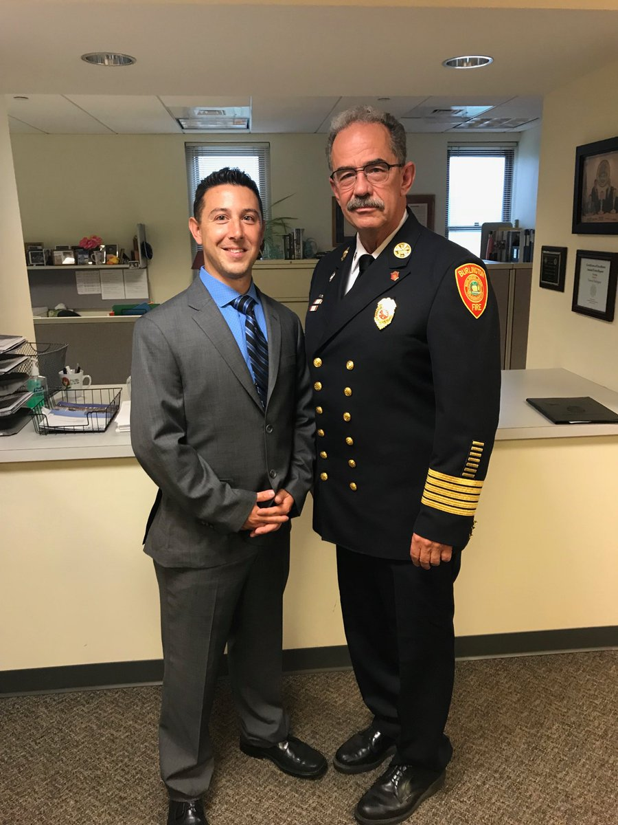 Fire Chief Steven Yetman congratulates the newest Firefighter/Paramedic Gregory Ouellet to the Burlington Fire Department. <br>http://pic.twitter.com/SqJskvGkAg