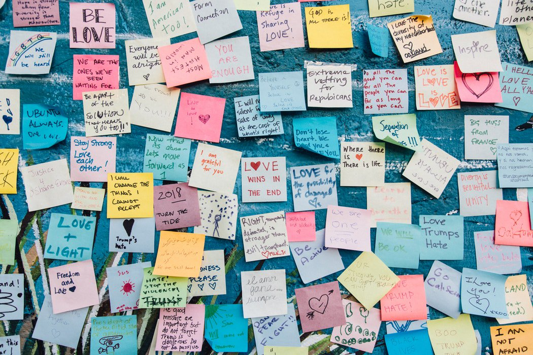 Powerful post-it notes?  Storyteller @HarrisSteve4 has uplifting example of some little squares at work!   http:// dld.bz/fdNbF  &nbsp;    #HarrisHeroes #kindness #Stlouis #KMOV #n4tm <br>http://pic.twitter.com/6m1VHltoZ2