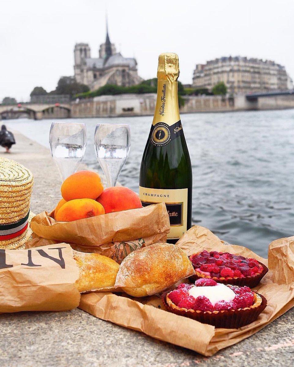 Picnicking is a national #sport in #France, especially in #Paris ... . . . #wine #champagne #travel #wanderlust #food #picnic #yum @winewankers @JMiquelWine @LoriMoreno @LisaRivera2207 @CaraMiaSG @Momo_sandiego @suziday123 @pietrosd @always5star @SteveKubota  by IG/annacossack<br>http://pic.twitter.com/kOQ5y5H4u7