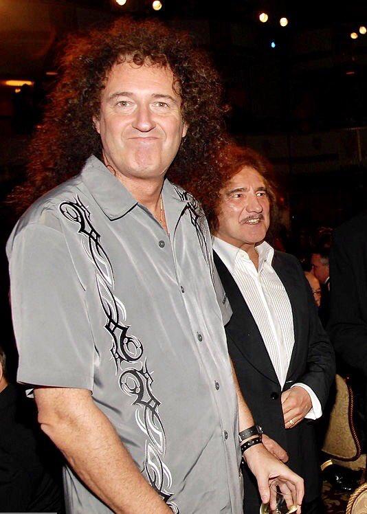 Cheeky! @zodiacaldust  #BrianMay #GeezerButler  #RockandRollHallofFame2006<br>http://pic.twitter.com/o8mdtZlq0G