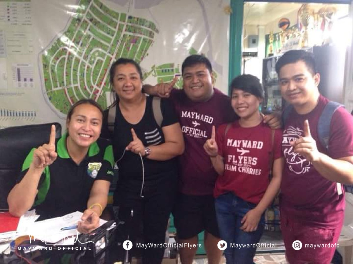 MayWard Flyers with the Barangay Tumana Captain Ziffred Ancheta and council for the Be A Blessing Project: Feeding Program this afternoon. See you again this Friday!  #TheDreamInBaguio  @maymayentrata07 @Barber_Edward_<br>http://pic.twitter.com/9TGgxoSNeC