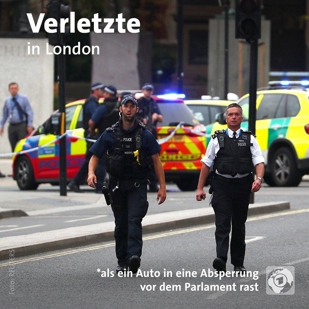 Vorfall in #London: Ein Mann rast mit einem Auto in eine Absperrung vor  dem Parlament. Mehrere Passanten werden verletzt, schwer bewaffnete Polizisten nehmen den Fahrer fest.  https://t.co/m55N495yYn
