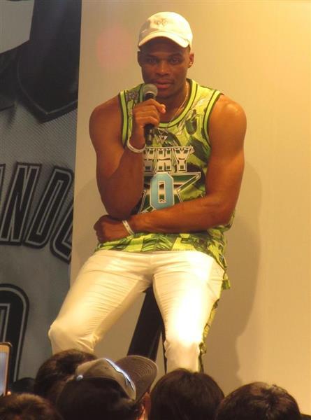 NBAのウエストブルックが初来日 sankei.com/sports/news/18…  →「想像以上の体験になっている。それはみなさんがみせてくれる愛情からだ」「東京でのショッピングを楽しみにしている」