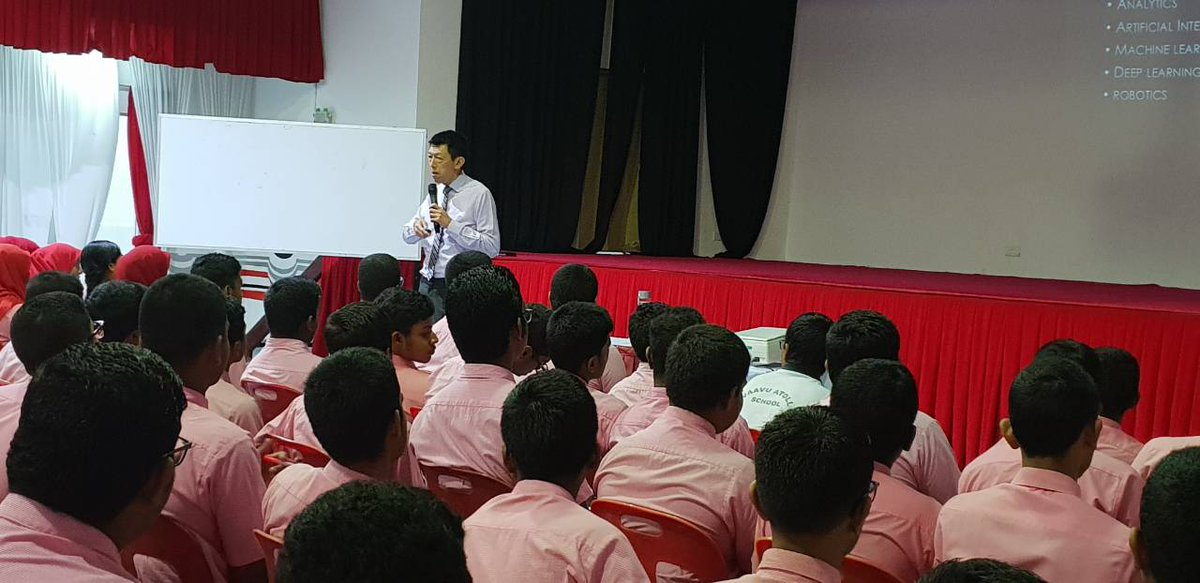 Session for grade 10 students by Dr.Choong Yeow Wei, President HELP Collage of Arts and Technology on &quot;Big Data&quot;  @EducationMV  @aishathshiham<br>http://pic.twitter.com/vBe8GzTOW3