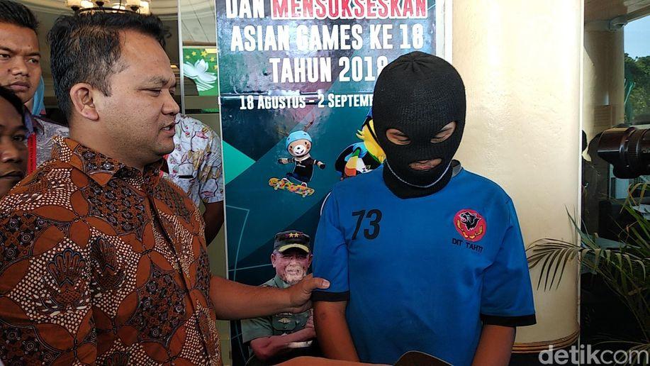 Gigolo Pencabul ABG Bandung Dicek Kesehatan, Apa Hasilnya? https://t.co/uxjCy5hLdI https://t.co/pEUqSTvING