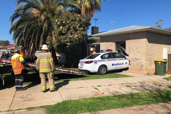 Abc Adelaide On Twitter Police Car Crashes Into House In