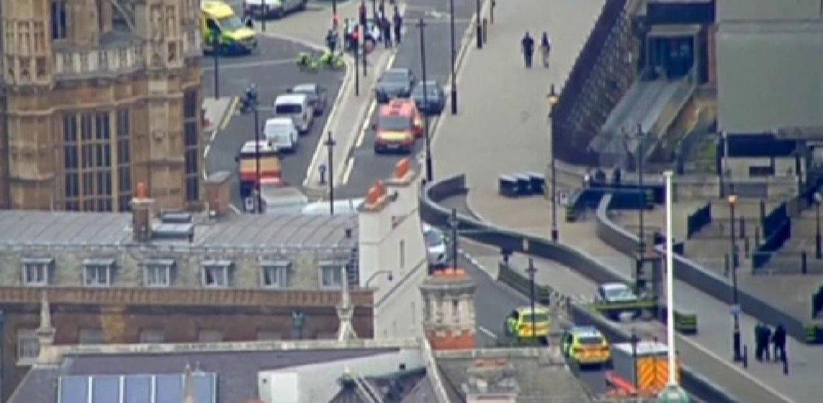 #Londres ➡ une voiture fonce sur les barrières de sécurité du Parlement, plusieurs blessés https://t.co/RGWGwMTP7z