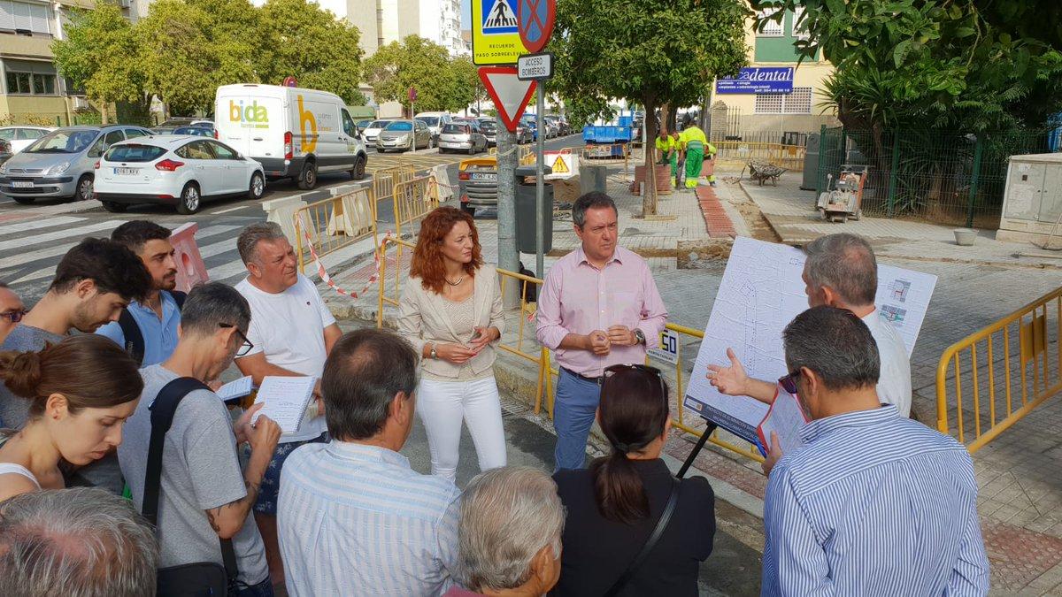 Presentación de las 128 actuaciones en todos los distritos para mejora de la #accesibilidad en la vía pública en 83 barrios a través del nuevo contrato para la eliminación de barreras arquitectónicas y visita a una de estas obras en #tuDistrito Macarena #Sevillahoy