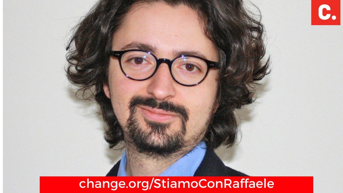 #RaffaeleAriano sta subendo un linciaggio mediatico per avere fatto il proprio dovere civile.Maurizio si è unito all\