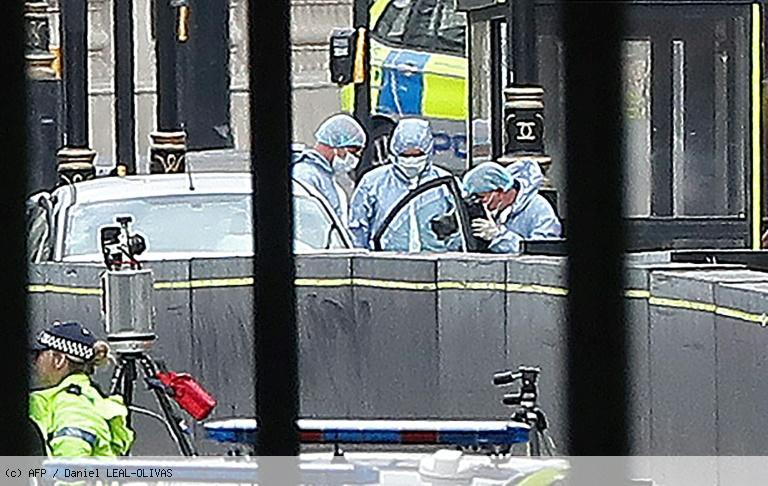 Un attentat à la voiture-bélier fait plusieurs blessés devant le Parlement à Londres https://t.co/hKzT4jQHlr
