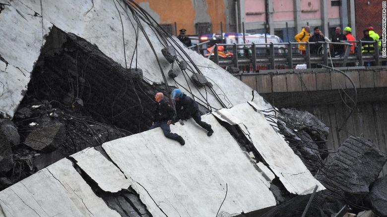 FOTOS   Impresionantes imágenes del colapso del puente en Italia que deja varios muertos   https://t.co/UuD7zEiJyP https://t.co/bqUvSV2iiw