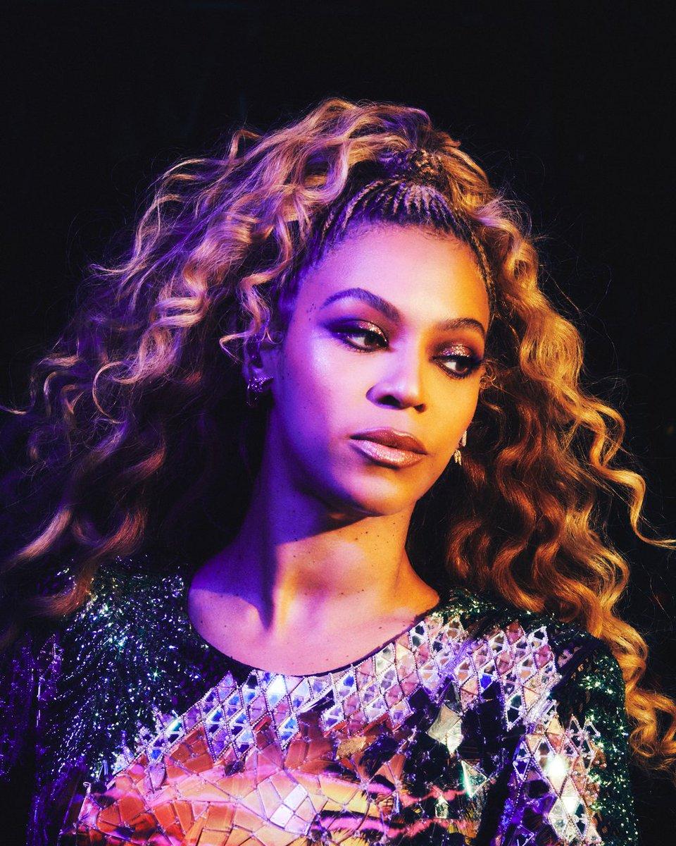 Gorgeous shots of Beyoncé &amp; JAY-Z in Detroit.    http:// bit.ly/OTRIItickets  &nbsp;   #OTRII<br>http://pic.twitter.com/R77SpsnDVL