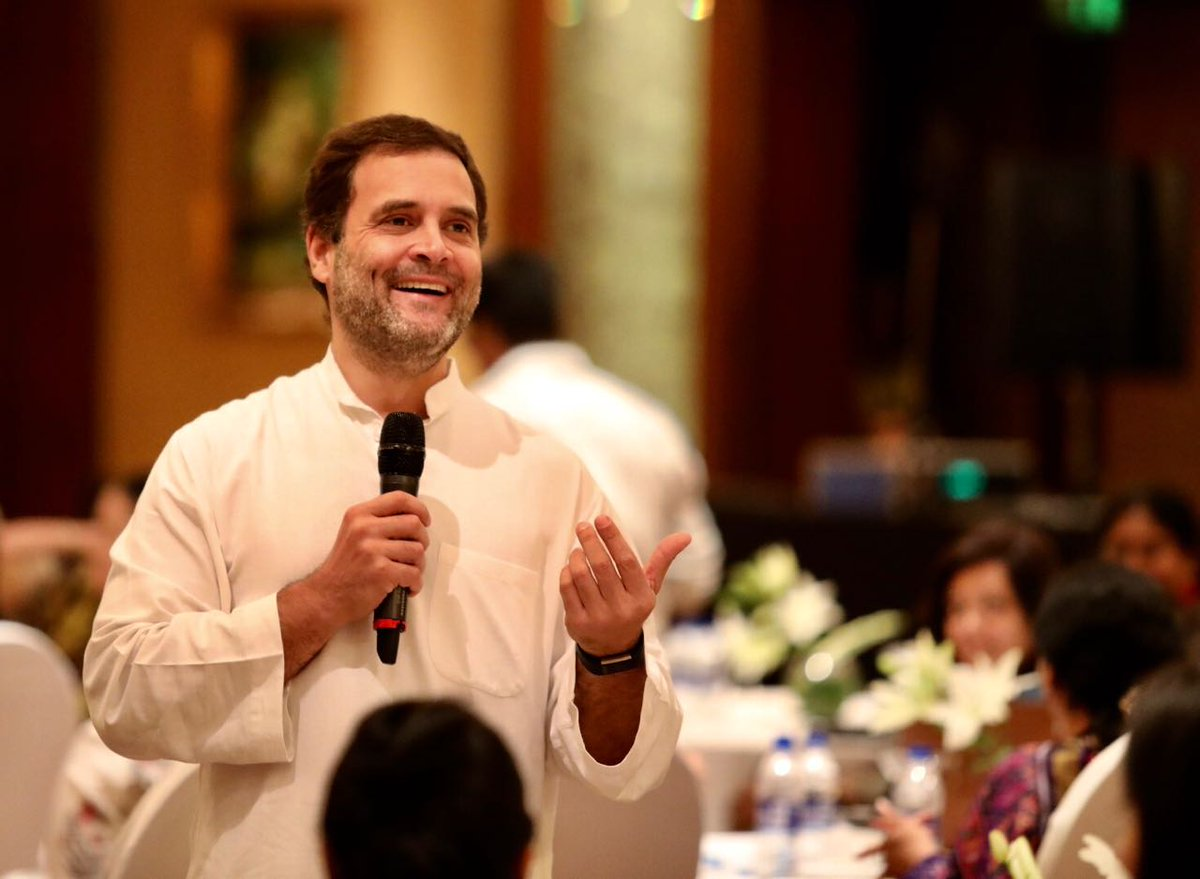 Congress President @OfficeOfRG met CEOs in Hyderabad to discuss solutions to issues faced by small and medium businesses. #RahulWithTelangana