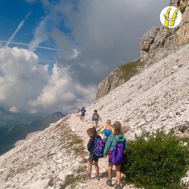 Alla scoperta della montagna.#scuolasci #sci #ski #happyski #mydolomiti #visitcortina #maestridisci #dolomites #dolomiti #dolomitisuperski #mycortina #cortina #cortinadampezzo #cortinadolomiti #visitveneto #igersitalia #igerscortina #mountain #mon… https://ift.tt/2B9OT3p  - Ukustom