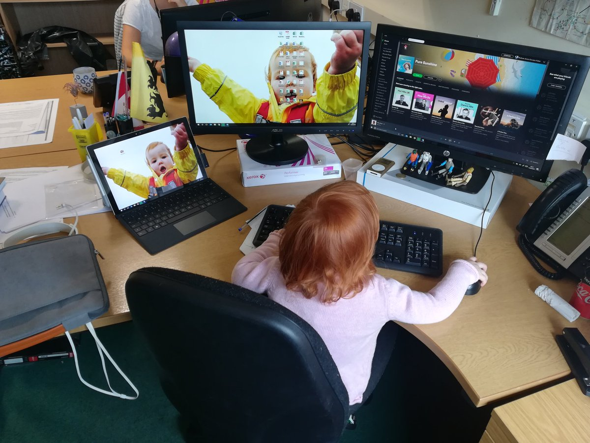 Training the next generation of REF Manager. I&#39;ve asked her for help working out what &#39;Significant Responsibility for Research&#39; means but to no avail. #REF2021 #SRfR<br>http://pic.twitter.com/i7SHLzg87a
