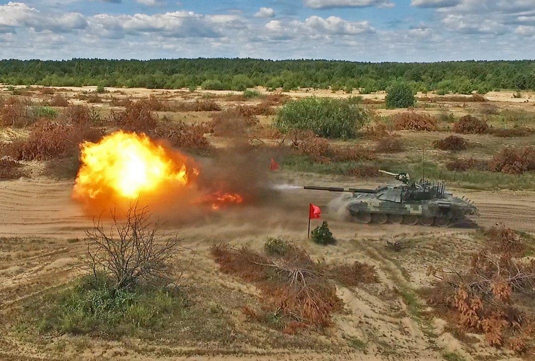 من اجل اعادتها للخدمه : بولندا توقف تصدير دبابات T-72 الى الاردن وبلد شمال افريقي  DkjG5VUXsAE_FL7