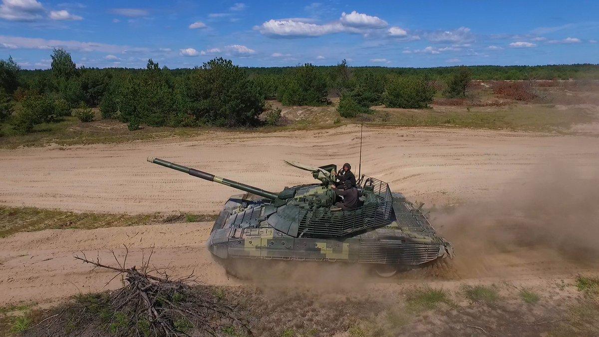 من اجل اعادتها للخدمه : بولندا توقف تصدير دبابات T-72 الى الاردن وبلد شمال افريقي  DkjG5sXX0AA_7ZR